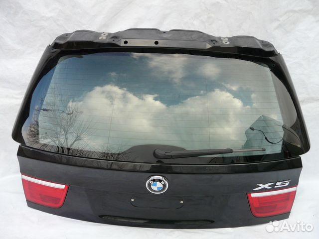 бмв х5 стекло багажника это