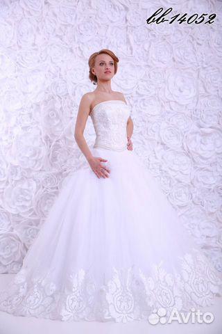 Пышное платье с кружевом по низу