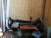 Швейная машина старого образца zinger в рабочем со