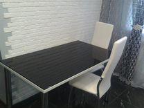 Стеклянный стол, белый